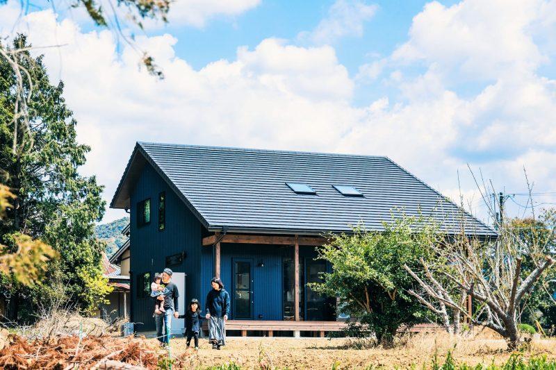 自然と調和した大屋根の家